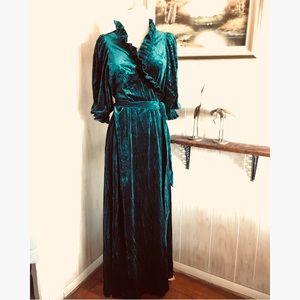 Vintage Emerald Green Velvet Robe